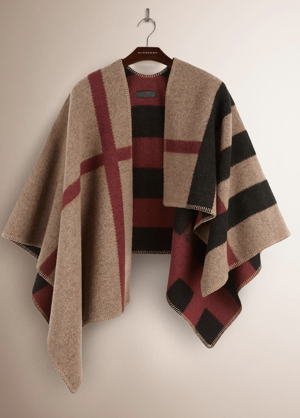 Burberry Iconic poncho. Wool and cashmere.