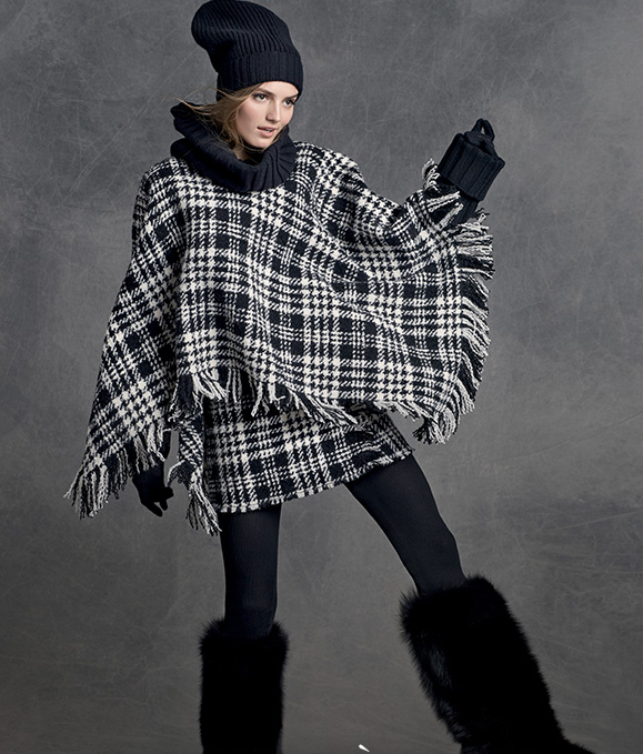 Dolce Gabbana Fringed wool check cape.Medium-length cape.You can wear it with your favorite sneaker or if the weather is too cold with a chic winter boots.