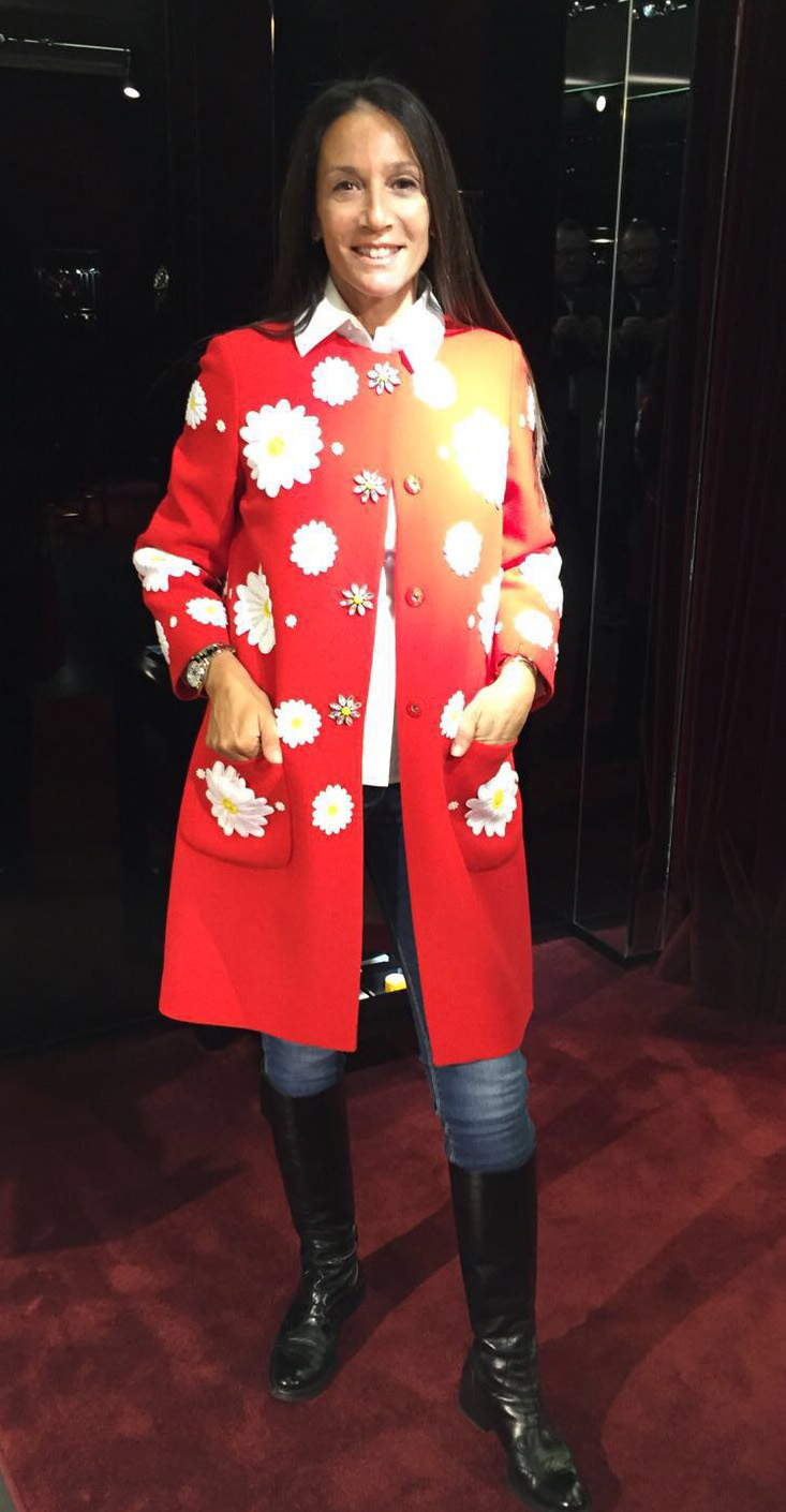 I just buy it !!Coat with Daisy appliqués . The daisy is the new floral motif from the Dolce&Gabbana collection.